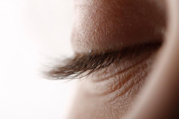 hogyan lehet eltávolítani a szem alatti papillómát szemölcs égett a hüvelyben