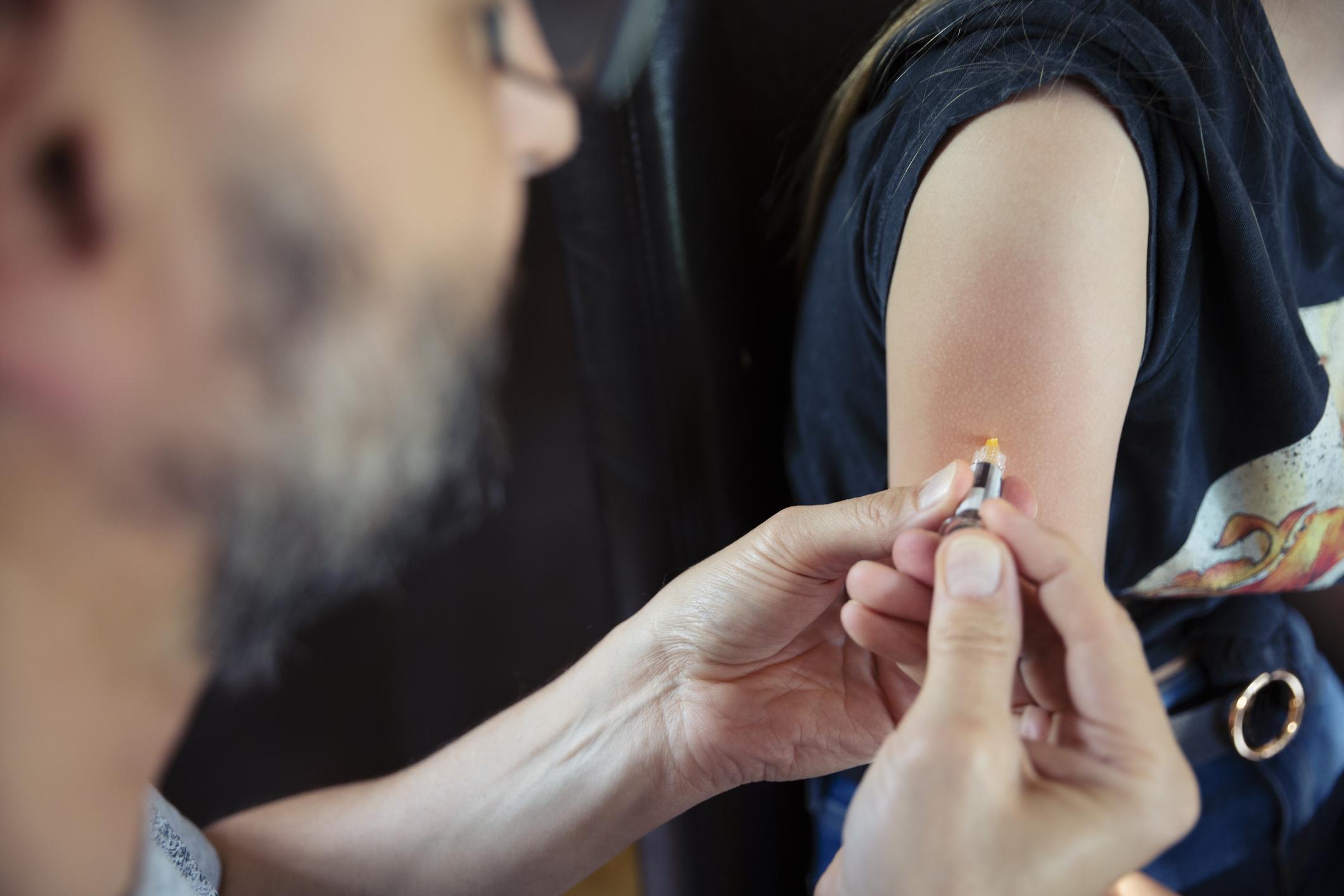 a papilloma vírus elleni vakcina kockázata viszketés a hüvelyben a genitális szemölcsök miatt